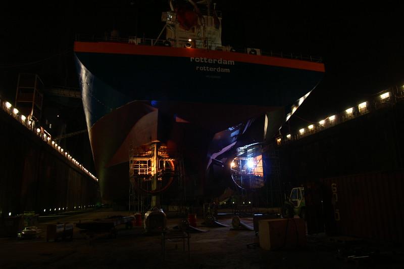 Fotograaf: Bart. Nachtdienst tijdens scheepsdokking