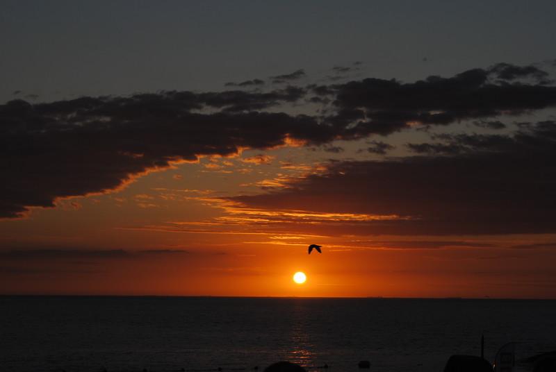 Fotograaf: Addy Feskens. Ondergaande zon Brouwersdam.