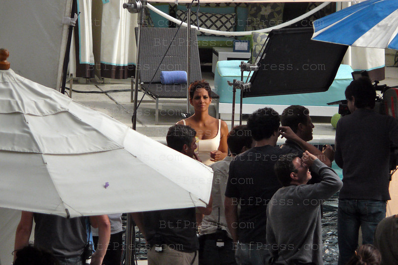 Non Exclusive. Halle Berry during a commercial movie set at the W hotel in Westwood California.(Photo by Michel Boutefeu)
