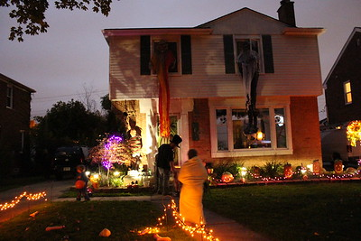 2012-10-03 Halloween decorations 10-03-2012
