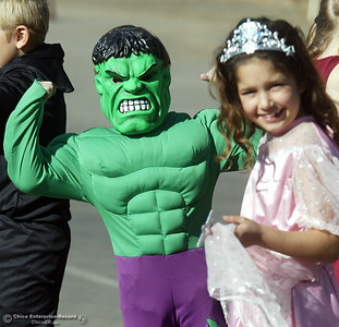 The Incredible Hulk shows off his muscles beside a princess at the Citrus Elementary School Halloween parade Thursday. Husa foto