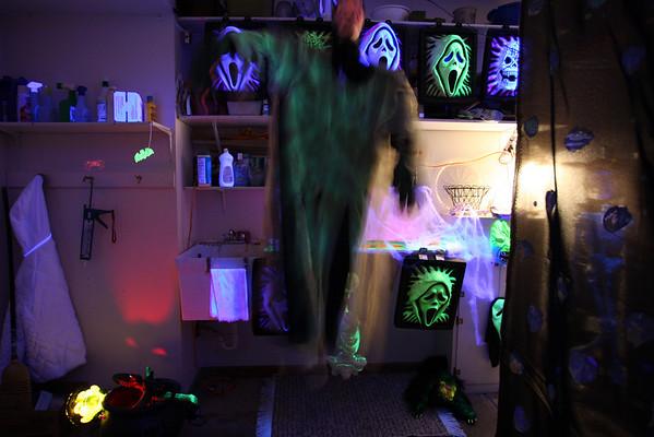 2010-10-31-haunted-garage