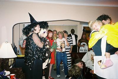 2005-10-22 Hollywood Night Masquerade -crowd