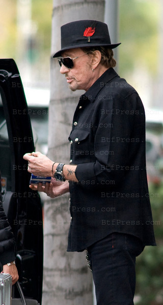 Johnny Hallyday dress like Man In Black having a lunch with Gilbert Coullier and his wife Nicole at the famous restaurant E.Baldi in Beverly Hills,California.