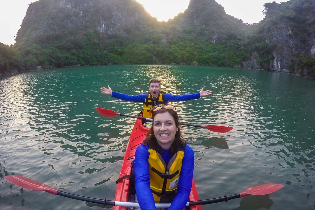kayaking bai tu long backpacking vietnam