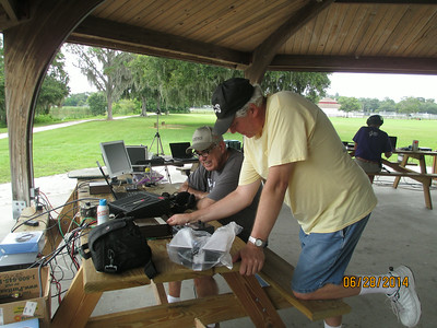 Ron, WD4AHZ and Ed, K8DSS programming the IC7200