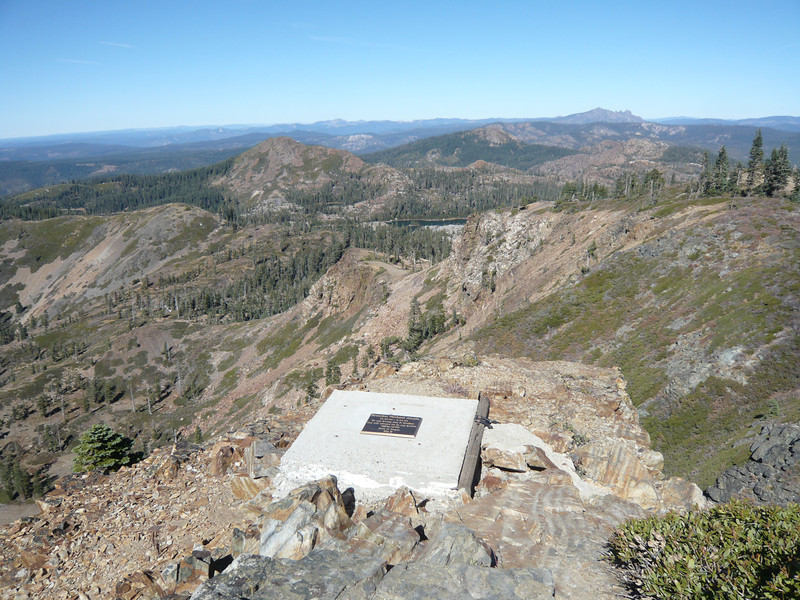 There is a memorial plaque at the north end of the summit ridge.