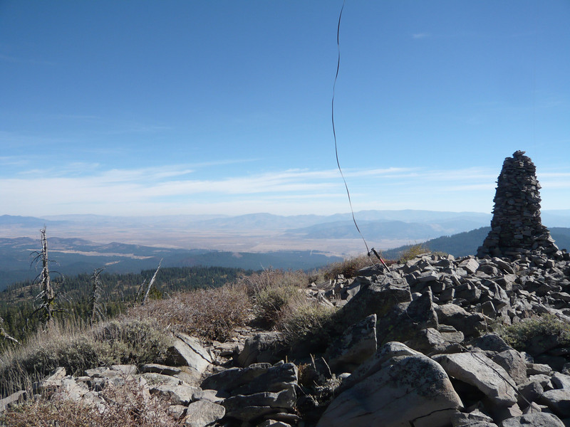I ran the twinlead through the wrist strap of my other hiking pole so as to take up some slack and keep it from whipping around too much in the wind. That's the Sierra Valley behind and to the left of the pole and twinlead.