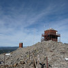 The antenna as seen from the southeast end. Over on the other end of the antenna I ran the mason line out to the rocky peak and held the line winder down with a rock. The antenna was already quite high electrically, so there was no need to elevate that end by using a hiking pole (what I usually do).