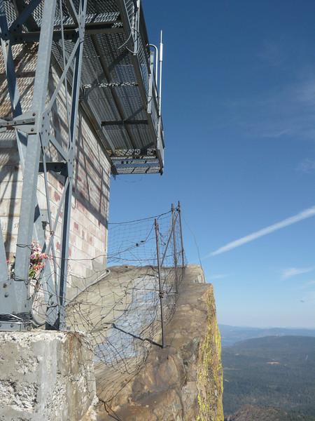 There is limited space on the summit to setup antennas. Directly below the deck is a sheer cliff to the east. The flowers attached to the base of the tower are part of a memorial for a young lady that I assume fell to her death from this spot.