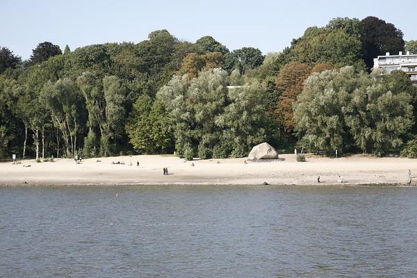 Hamburg Alter Schwede Findling an der Elbe