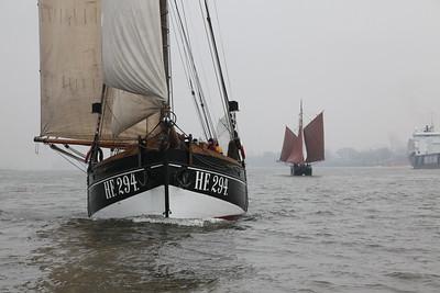 2 Traditionsschiffe Segelschiffe auf der Elbe
