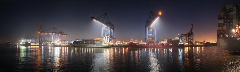Panorama Container-Terminal Altenwerder Hamburg bei Nacht mit Containerschiffen