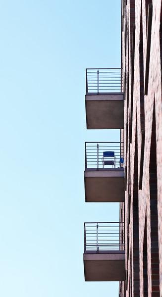 Balkone mit Stuhl Speicherstadt Hamburg
