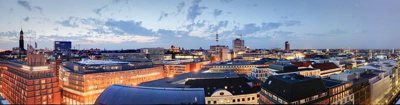 Panorama Hamburg Innenstadt vom Dach Großer Burstah am Abend