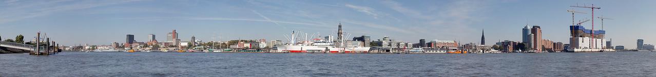 Panorama Hamburg Skyline mit Baustelle Elbphilharmonie am Tag