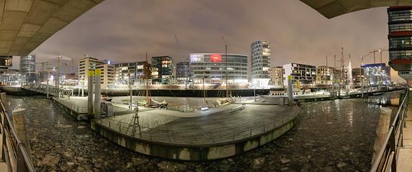 Sandtorhafen Hamburg bei Nacht mit Eis im Winter