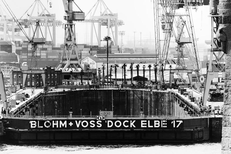 Trockendock Elbe 17 schwarz-weiß Hamburg Blohm und Voss