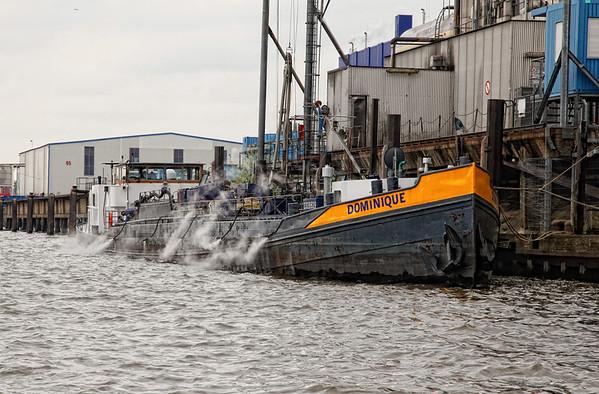 Tankschiff im Hamburger Hafen
