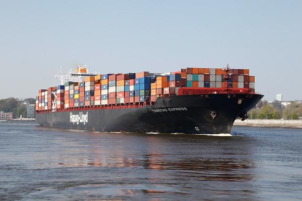 Containerschiff Hapag Lloyd in Hamburg auf dem Köhlbrand auf dem Weg zum Containerterminal Altenwerder