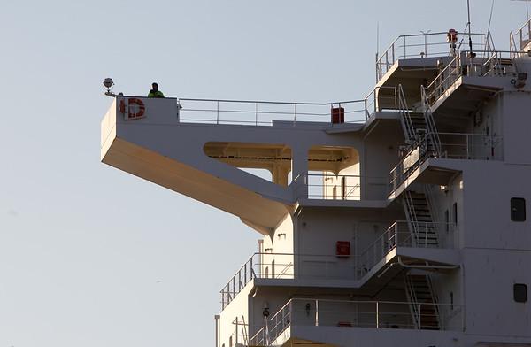 Nock mit Lotse Containerschiff in Hamburg
