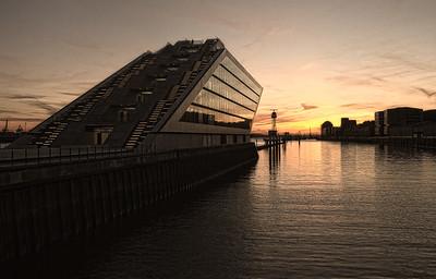 Dockland am Abend Hamburg Hafen