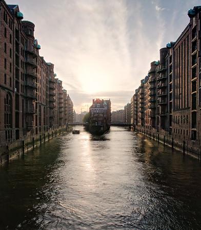 Hamburg Speicherstadt Poggenmühle bei Sonnenuntergang