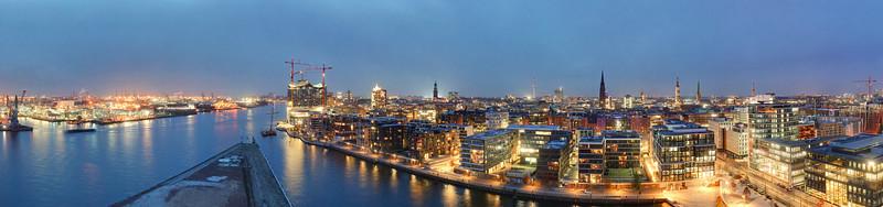 AusSicht von Marco Poloturm auf Hamburg HafenCity bei Dämmerung