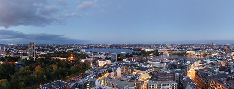 Aussicht auf Außenalster Binnenalster Innenstadt bei Dämmerung Hamburg