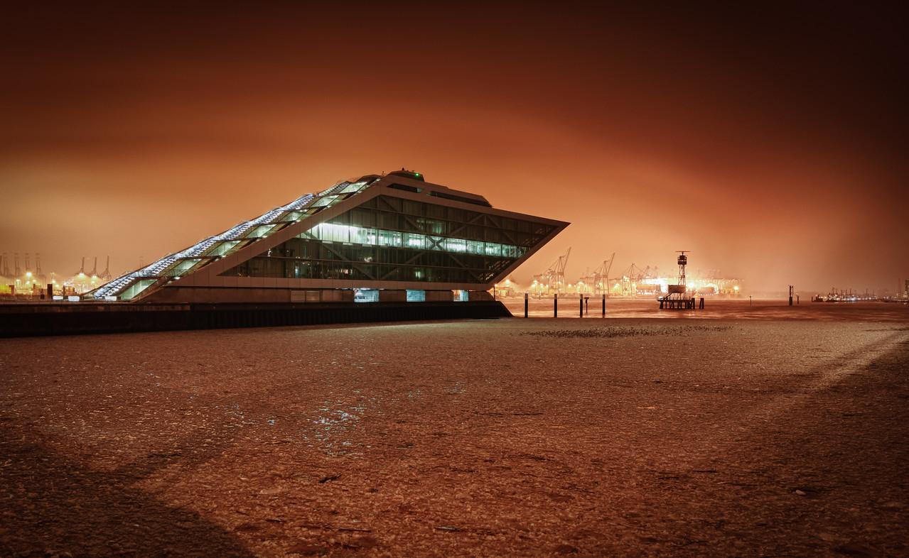 Eis auf der Elbe dockland bei Nacht Hamburg