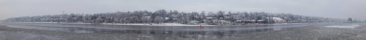 Panorama Oevelgönne Elbstrand im Winter mit Eis auf der Elbe Hamburg