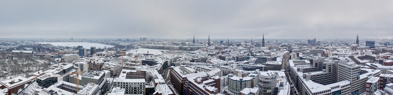 Aussicht auf Hamburg vom Emporio im Winter mit Schnee von Norden bis Süden