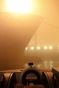 Dichter Nebel im Hamburger Hafen mit Schlepper BUGSIER 5