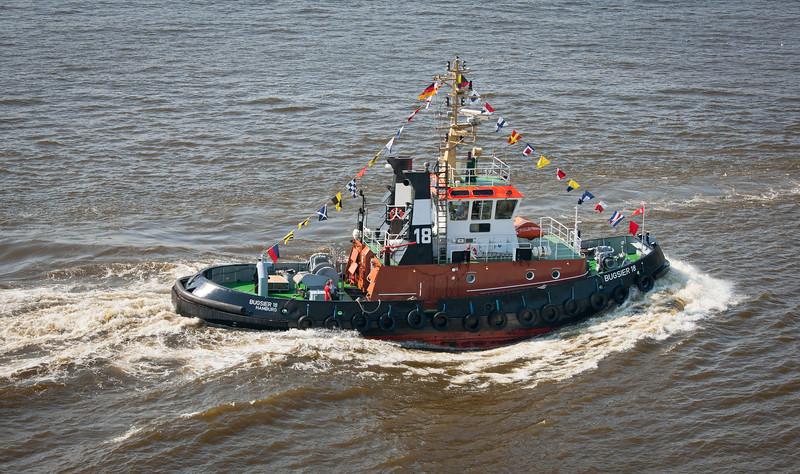Schlepper bugsier 18 auf der Elbe in Fahrt
