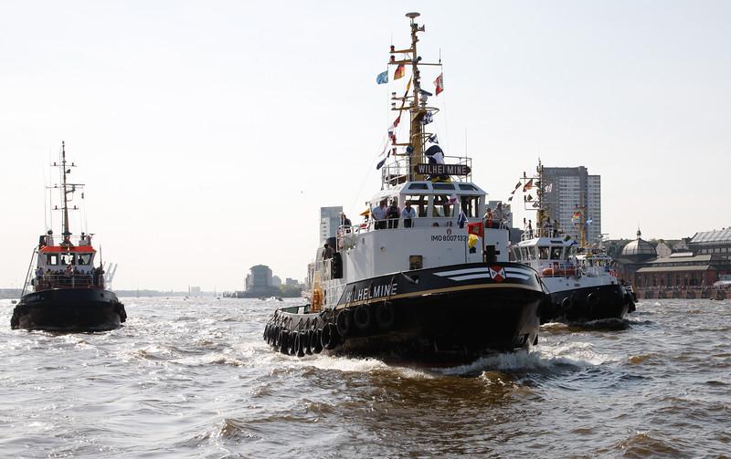 Schlepper beim Hafengeburtstag Hamburg machen sich fertig für das Schlepperballett