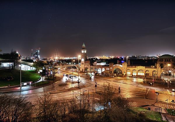 Landungsbrücken in der Nacht Hamburg
