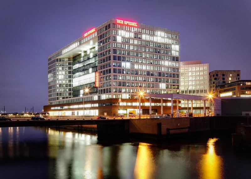 Spiegel Verlagshaus Hamburg am Abend