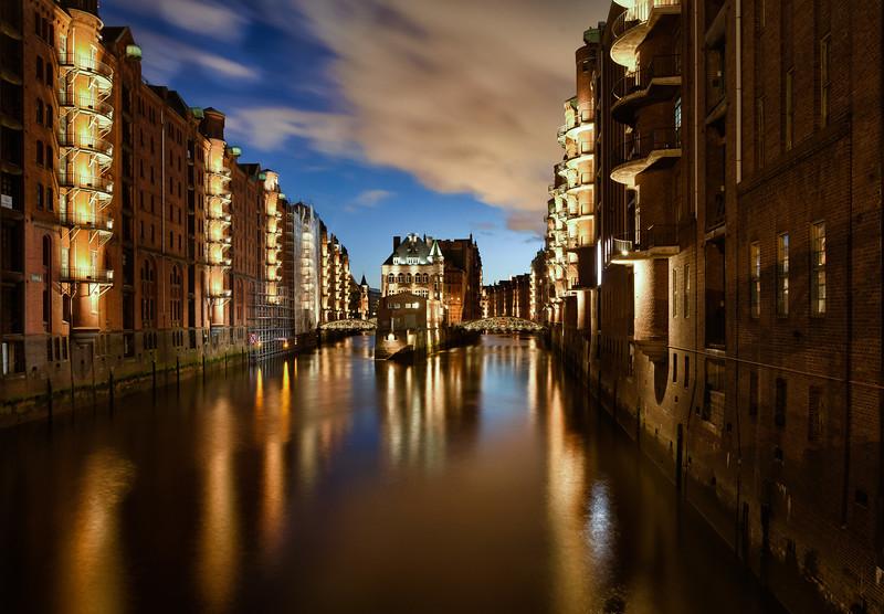 Speicherstadt Poggenmühle Hamburg am Abend