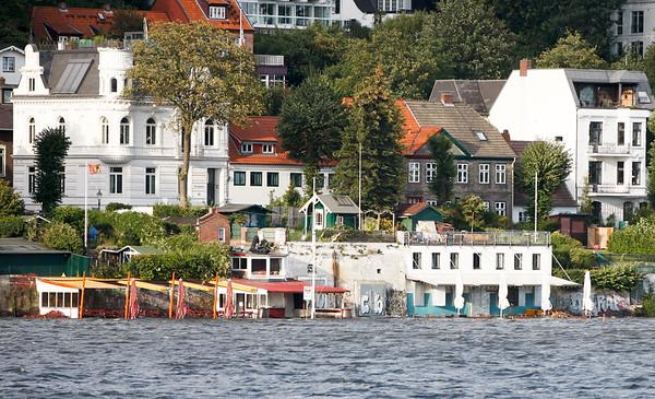Hochwasser Elbe Strandperle elbstrand Oevelgönne Gaststätte ist überschwemmt