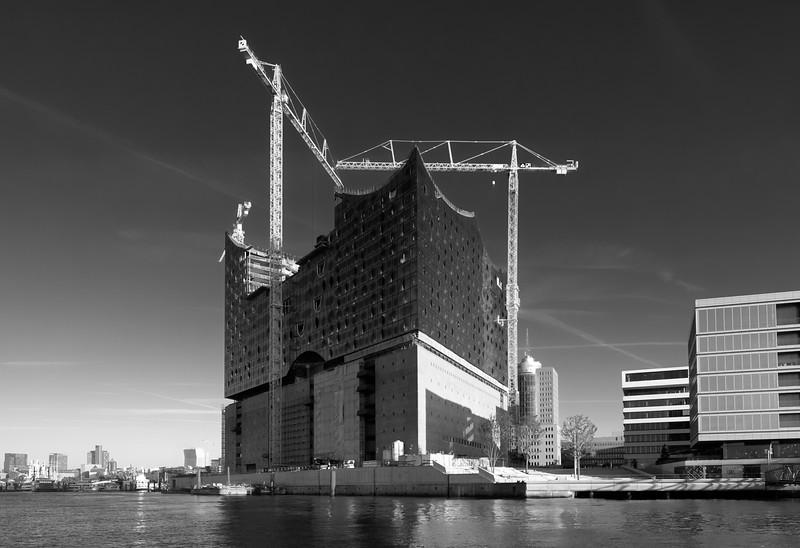 Baustelle Elbphilharmonie in Schwarzweiß Hamburg