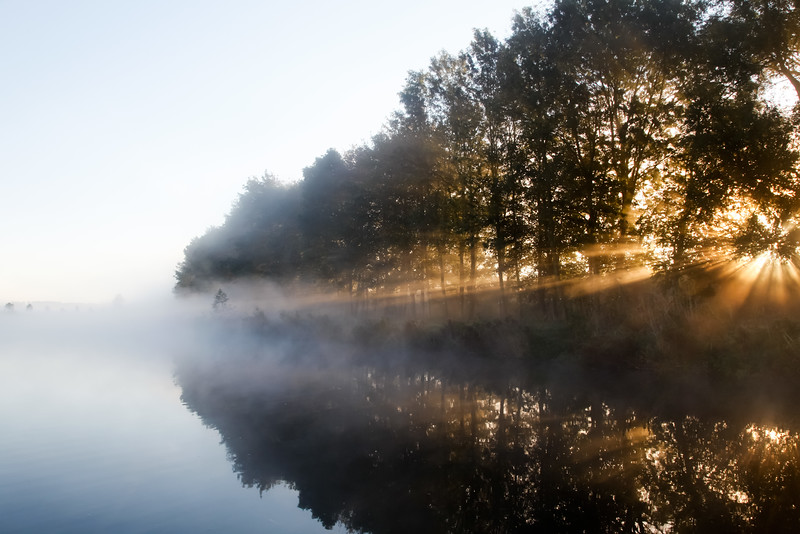 Elbe Lübeck Kanal am Morgen im Nebel