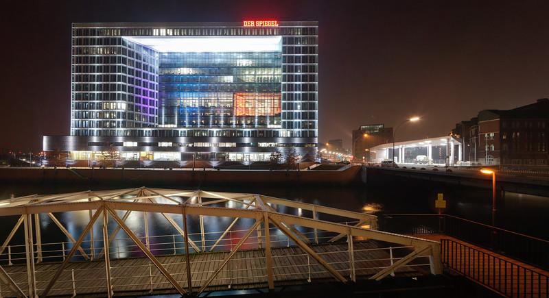 Verlagshaus Spiegel Hamburg Ericusspitze bei Nacht