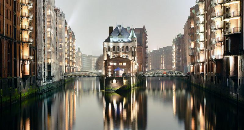 Poggenmühle Speicherstadt Hamburg  bei Nacht
