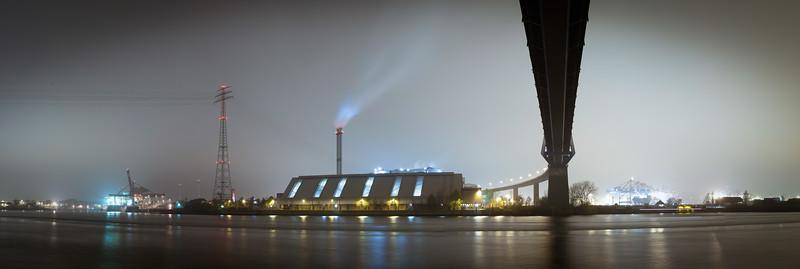Köhlbrandbrücke in der Nacht Hamburg
