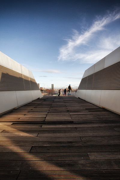 Dockland auf dem Dach mit Menschen