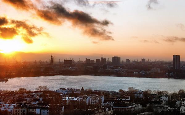 Ausblick auf die Außenalster bei Sonnenuntergang Hamburg