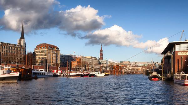 Binnenhafen Hamburg im Sonnenschein am Tag Hamburg