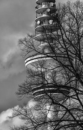 Heinrich Hertz Turm Fernsehturm Hamburg in Schwarzweiß Hamburg