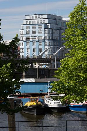 Hamburg Binnenhafen Stella Haus und Barkassen