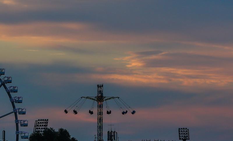 Abendhimmel über Hamburg mit Dom